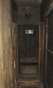 Noe_outhouse