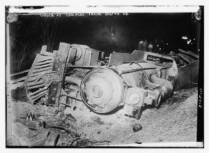 Train_wreck_on_April_29,_1911_in_Martin's_Creek,_Pennsylvania_showing_locomotive